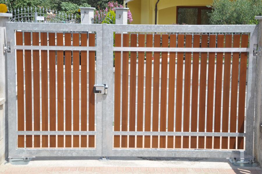 vista del cancello con doppia apertura pedonale - carraio