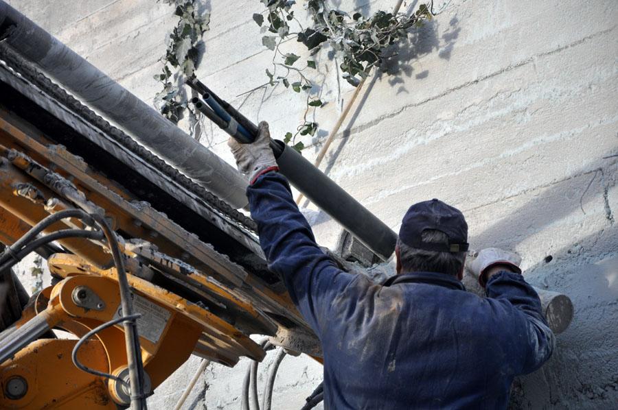 inserimento dei cavi d'acciaio