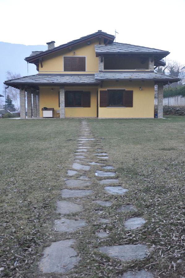 ripresa fotografica di uno dei prospetti della villa